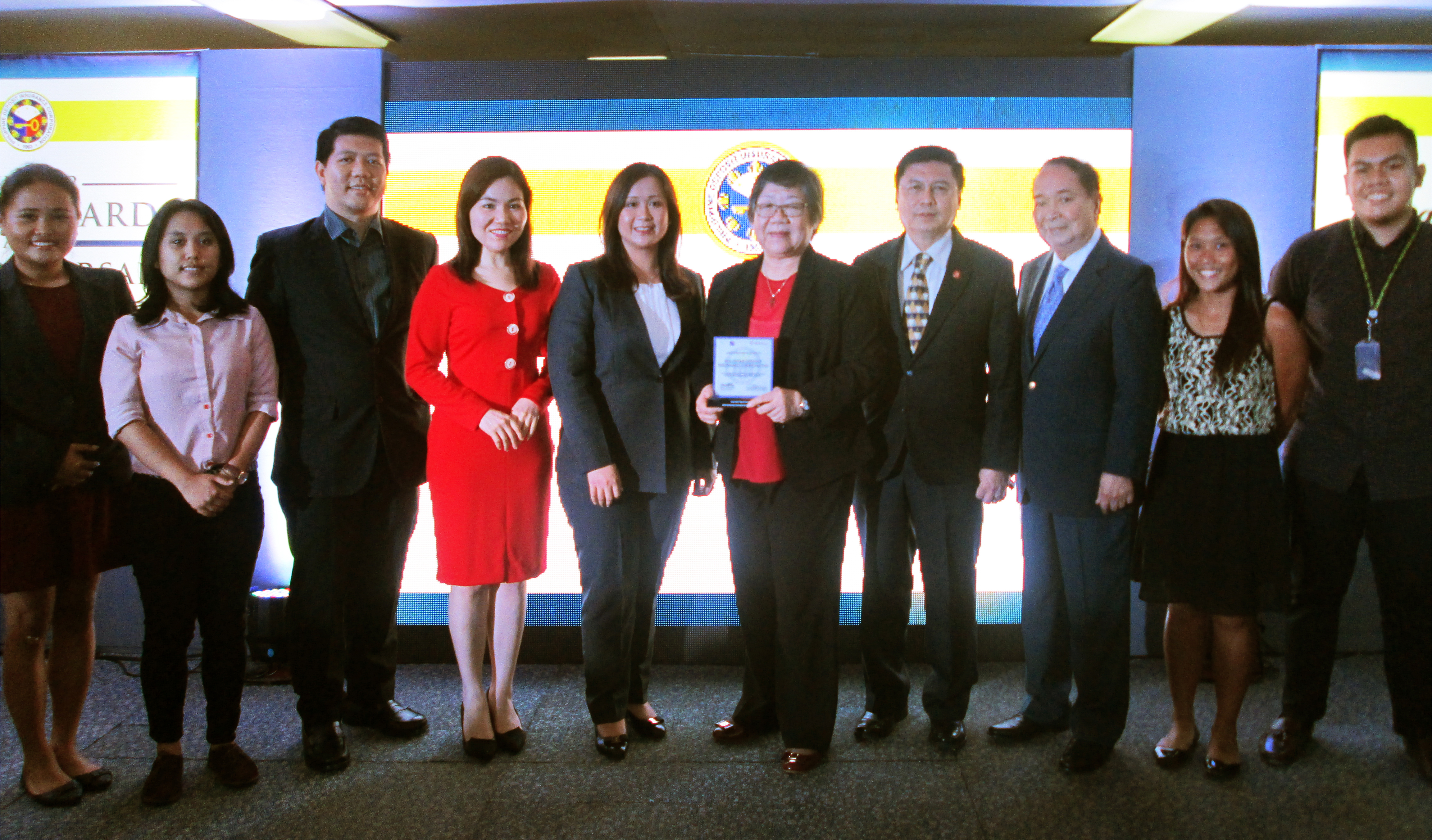 GCG confers PDIC with Award for Excellence on the CGS